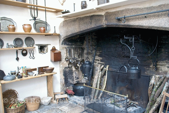 16th_century_kitchen_fireplace_-_tudor_england.png